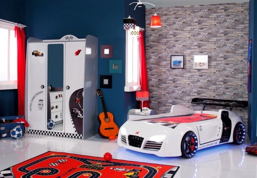 byMM Kinderzimmer Turbo Autobett V8 Schrank Konsole + 1 kg Haribo ...