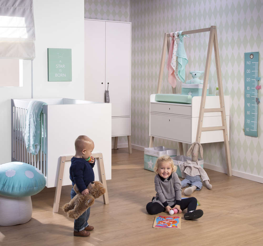 Childwood Kinderzimmer Nordic Acacia Schrank Wickelkommode Bett Frei