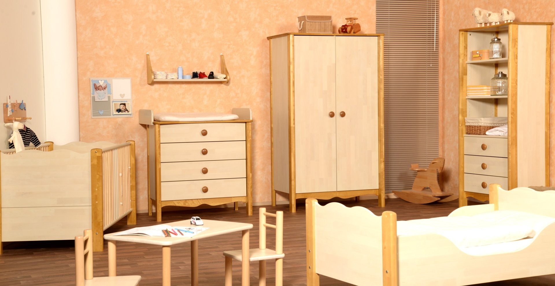 kinderzimmer nostalgie von taube altweiss honig umbauseiten precogs. Black Bedroom Furniture Sets. Home Design Ideas